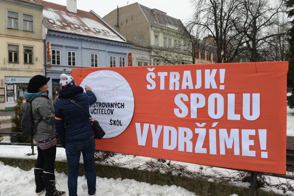 Verejnosť učiteľov podporila aj počas demonštrácií.