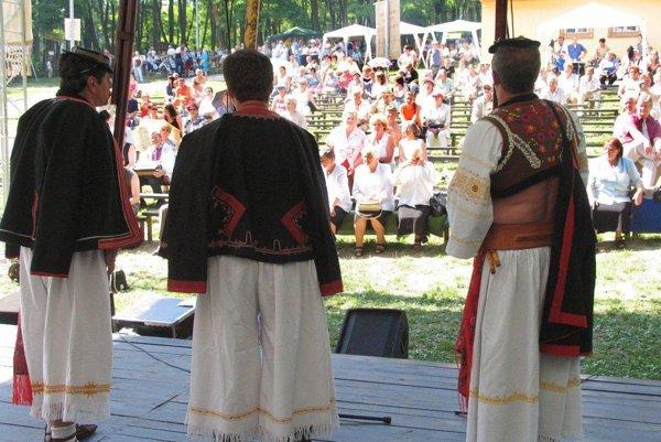 Folklórne slávnosti našli domov v prievidzskom lesoparku.