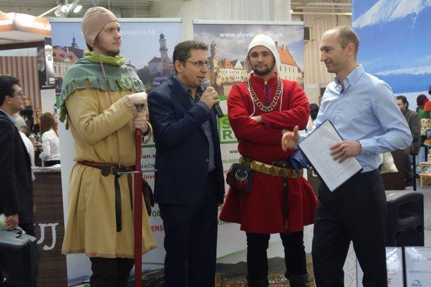 Jaroslav Stehlík prevzal ocenenie v sprievode rytierov združenia Vir Fortis.