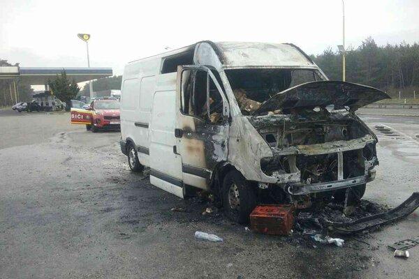 Požiarom vznikla majiteľovi škoda v sume päťtisíc eur.