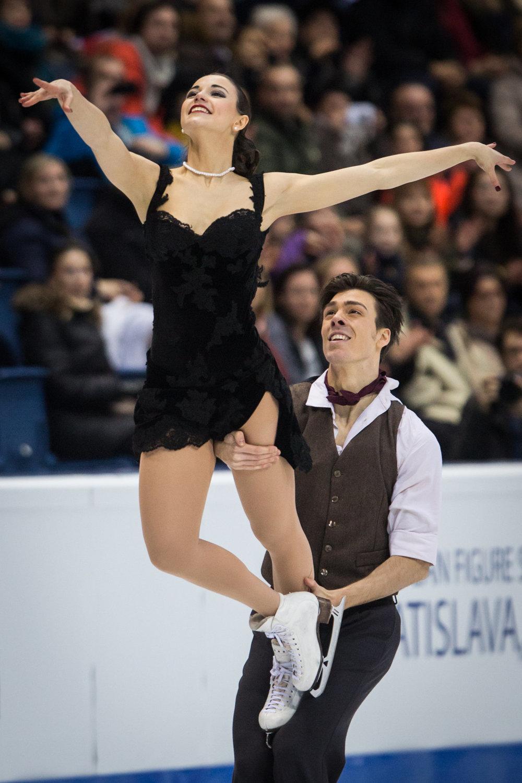 Slovenský pár Lukáš Csölley a Federica Testová počas voľnej jazdy súťaže tanečných párov na majstrovstvách Európy v krasokorčuľovaní v Bratislave.