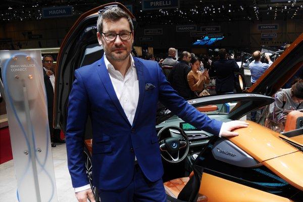 Dizajnér BMW Domagoj Dukec pri BMW i8 Roadster.