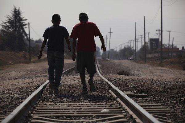 Cesta osamote môže byť príliš nebezpečná. Aktivisti preto organizujú karavány.