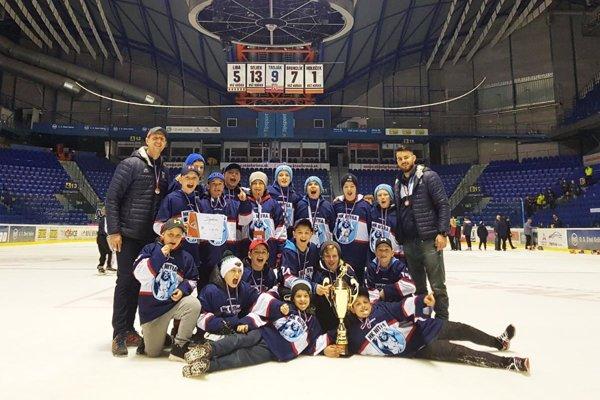 Hokejoví šiestaci Nitry si odniesli z Košíc bronzový pohár.