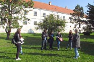 Ešte pred návrhom štúdie sa študenti univerzity prišli do parku pozrieť.