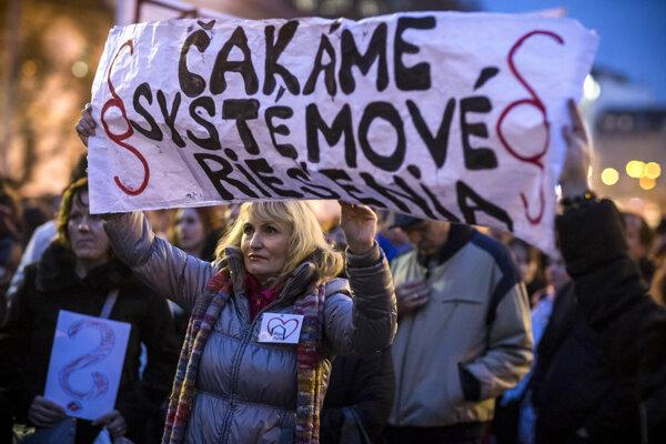 Protestné zhromaždenie štrajkujúcich učiteľov na námestí SNP v Bratislave.