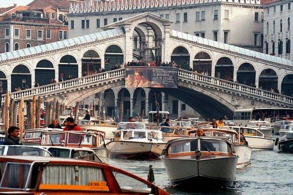 Naša prirodzenosť je ako kolová štruktúra pod benátskym mostom Rialto.