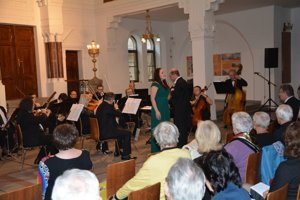 Na štvrtkovom koncerte Viva la Diva - Pani profesorke zlásky zazneli melódie vpodaní sólistov - žiakov Magdalény Blahušiakovej.