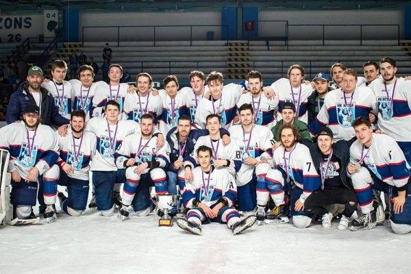 Juniori MMHK Nitra získali strieborné medaily.