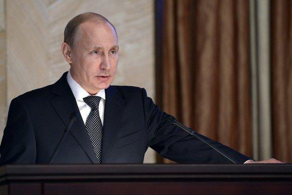 Ruský prezident Vladimir Putin rozpráva na stretnutí s príslušníkmi Federálnej bezpečnostnej služby v Moskve 26. marca 2015.