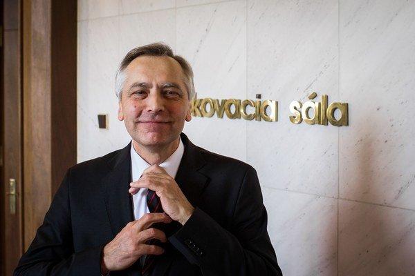 Podpredseda NR SR Ján Figeľ počas mimoriadnej schôdze NR SR ku kauze Váhostav.
