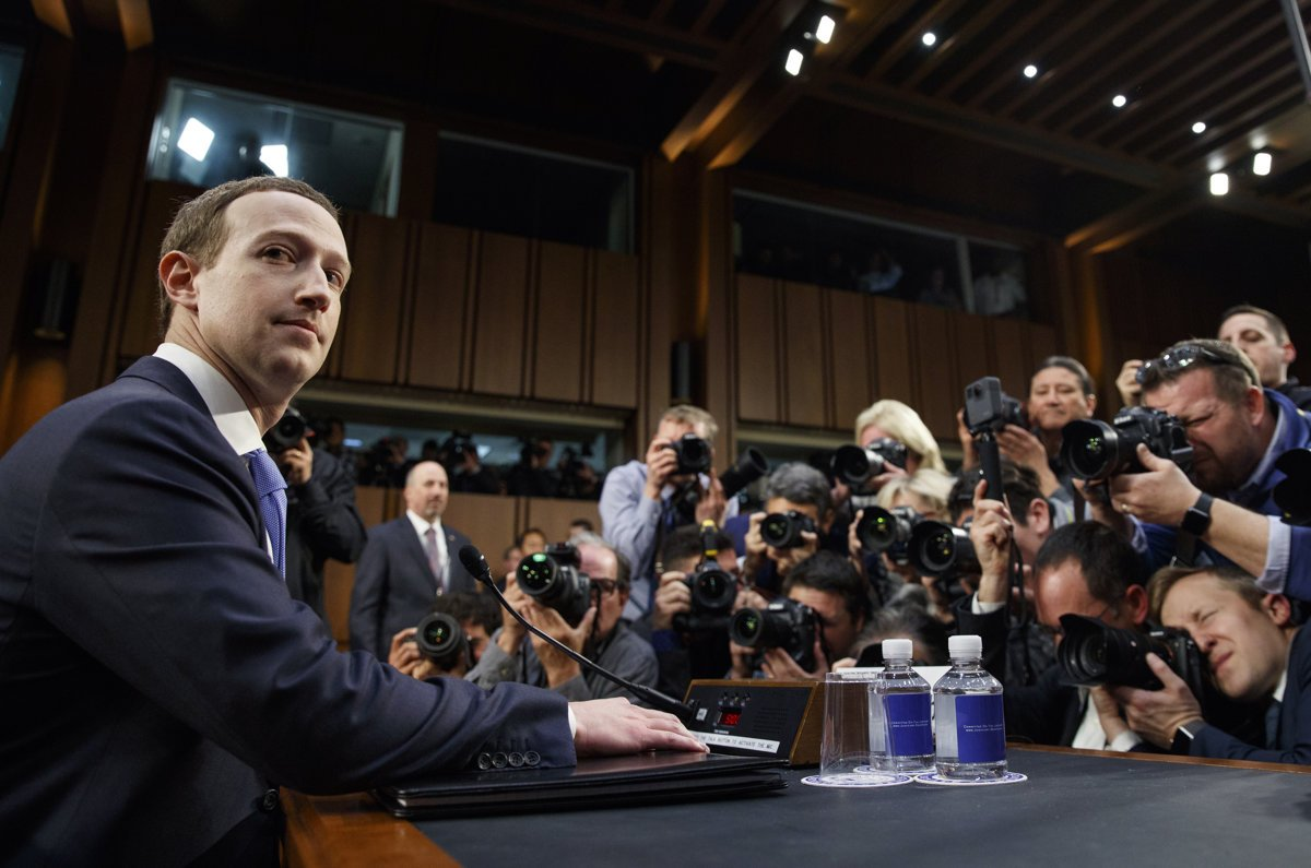 Zuckerberg bude škandál s uniknutými údajmi vysvetľovať aj v Bruseli - svet.sme.sk