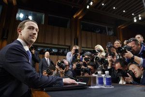 Senát začal vypočúvať zakladateľa Faceboooku Marka Zuckerberga