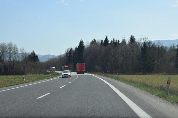 Úsek cesty bez vizuálneho smogu.