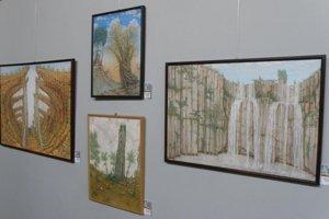 Peter Šoltó vystavuje obrazy v Art point centre v Prievidzi.