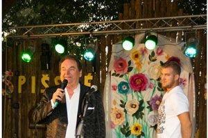 Kubašský festival. Svojich rodákov i návštevníkov obce na ňom každoročne zabáva Peter Stašák a ďalší umelci.
