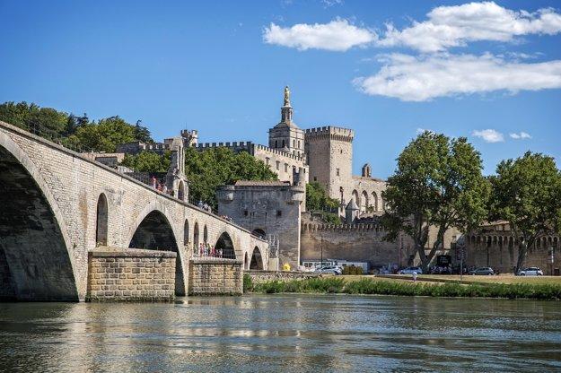 Most v Avignone