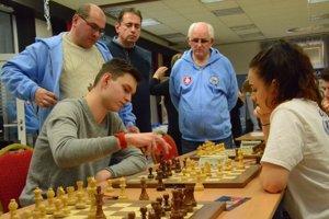 Na majstrovstvách Slovenska školských družstiev všachu nebolo ozaujímavé partie núdza.
