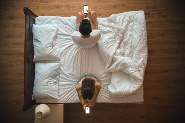Telefóny v spálni môžu ľuďom škodiť.
