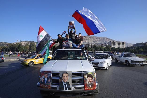 Ľudia v uliciach Damasku.