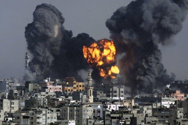 Oheň a dym nad Gazou.