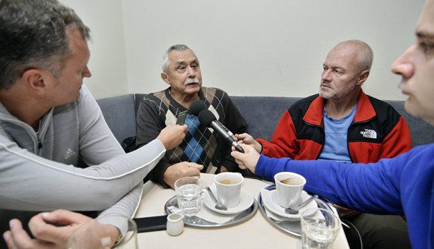 Mikuláš Timko počas rozhovorov s novinármi.