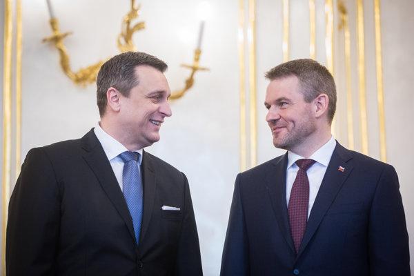 Premiér Peter Pellegrini zo Smeru príde vo štvrtok zlepšovať vzťahy s predsedom SNS Andrejom Dankom.