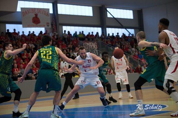 Záber z druhého semifinálového zápasu, ktorý sa hral takisto v Komárne.