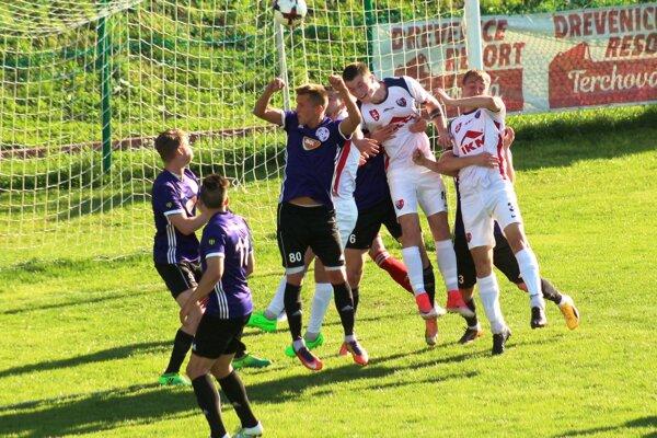 Momentka zo zápasu Zvolena s Komárnom.