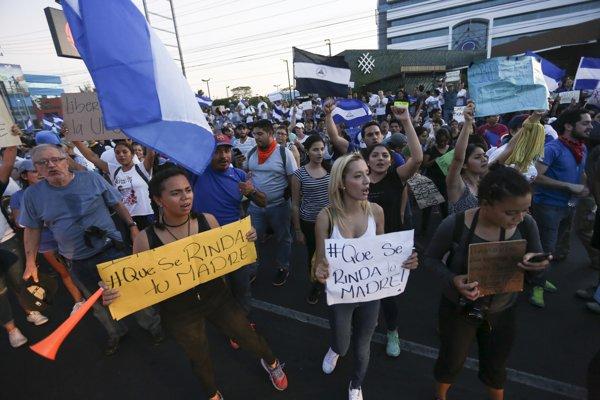 Počas niekoľkodňových potýčok demonštrantov s políciou zahynulo najmenej 26 ľudí.