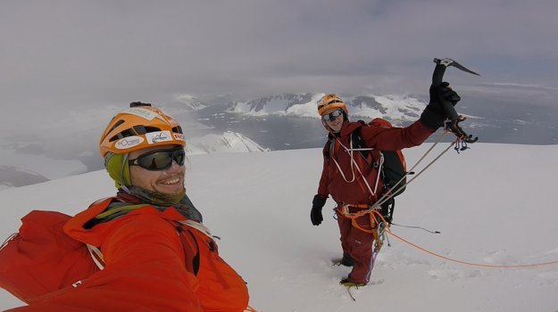 Michal Sabovčík (vľavo) a Juraj Koreň na netradičnej horolezeckej expedícii v Antarktíde, kde vyliezli dva prvovýstupy.