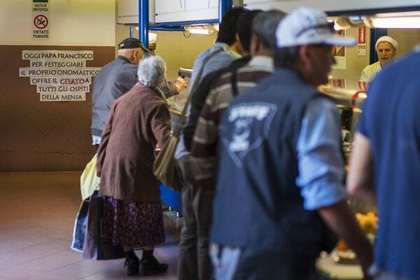 Kantína, kde na pápežov príkaz rozdávajú chudobným zmrzlinu.