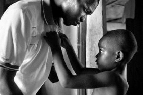 Jedna z víťazných fotografií súťaže World Press Photo 2006 - Sierra Leone gréckeho fotografa Yannisa Kontosa.