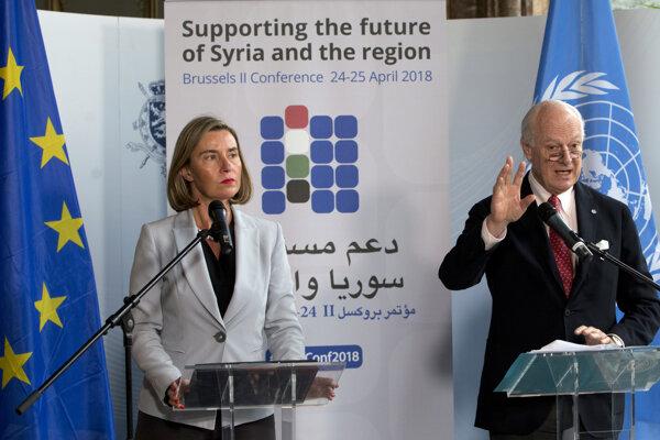 Šéfka európskej diplomacie Federica Mogheriniová a osobitný vyslanec OSN pre Sýriu Staffan De Mistura na bruselskej konferencii s názvom Podpora budúcnosti Sýrie a regiónu.