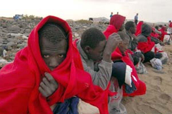 Prisťahovalectvo sa prejavuje rôzne. Na snímke sú utečenci z Afriky v Španielsku.