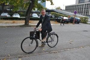 Bicykel využíva ako dopravný prostriedok pri presune na súd aj košický advokát Juraj Kula.