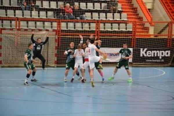 Dyba (v bielom s loptou) dal Prešovu osem gólov.
