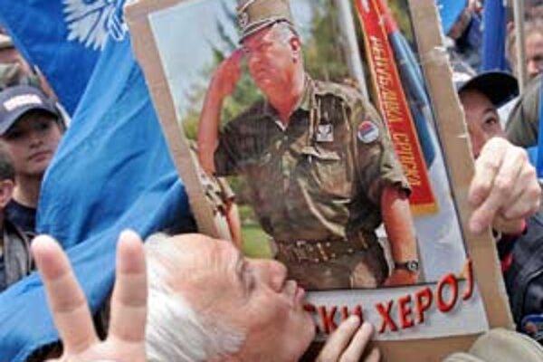 Karadžič je už za mrežami, Ratko Mladič ešte nie.
