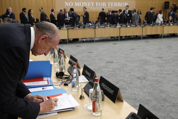 Konferencia v Paríži o spôsoboch, ako brániť financovaniu islamistického terorizmus.