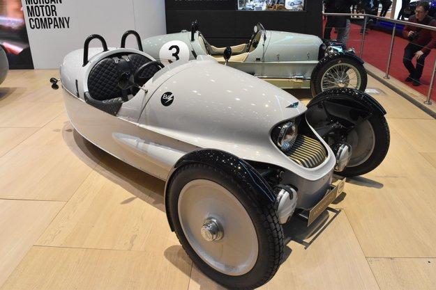 Prototyp trojkolesového vozidla Morgan s elektrickým pohonom. Trojkolesové vozidlá boli prvým výrobkom firmy Morgan a v jej výrobnom programe sú aj dnes – koncom roka by sa mala začať vyrábať verzia tejto trojkolky poháňaná elektromotorom s výkonom 34,8 kW.