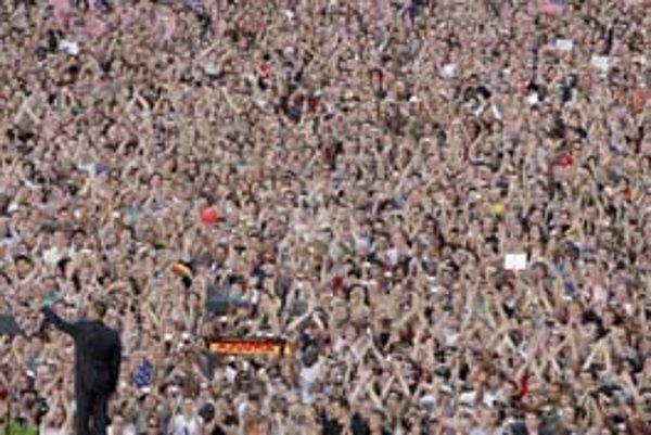 Barack Obama v júni pred nadšenými Berlínčanmi.