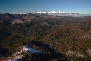 Pohľad z Gačovskej vyhliadky na sever.