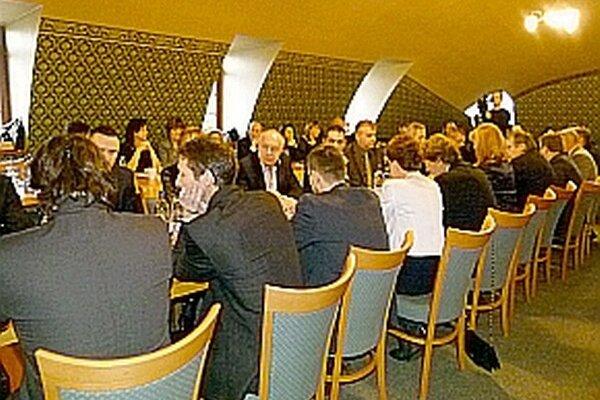 O členoch dozorných rád obchodných spoločností diskutovali ešte v decembri. Tému otvorili opäť nedávno.