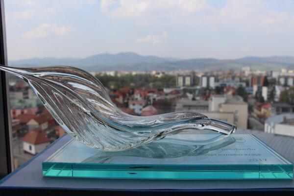 Autorom ceny predsedu je Stredná odborná škola sklárska v Lednických Rovniach.