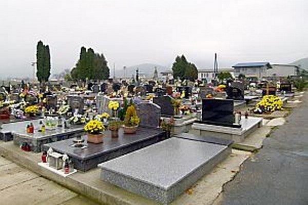 Za hrobové miesta sa platí rovnako na všetkých troch ilavských cintorínoch.