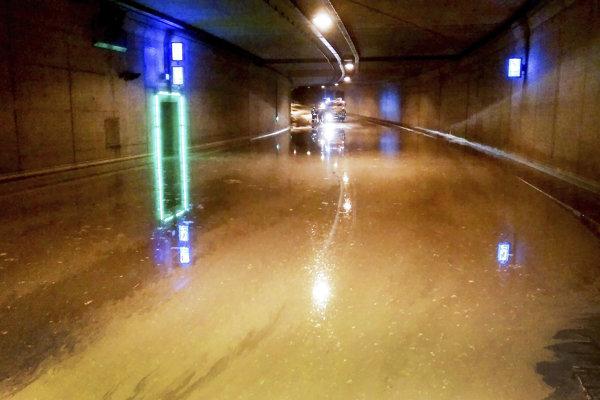 Zaplavený tunel v nemeckom Aachene.