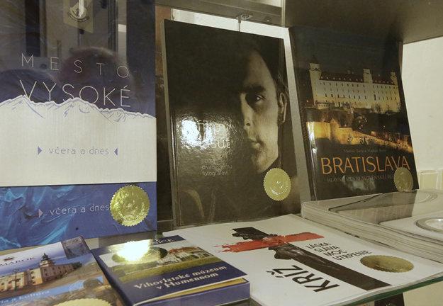 Kniha o Filipovi Lašutovi - v strede.