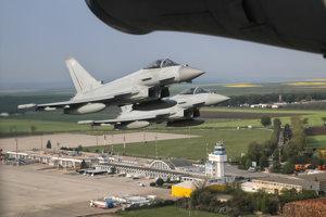 Stíhačky typu Eurofighter Typhoon.