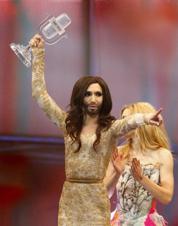 Skazený Západ predstavuje napríklad prezlečený rakúsky spevák z Eurovízie.