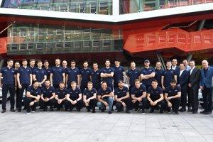 Slovenskí hokejisti pri odchode na MS 2018 v Dánsku.